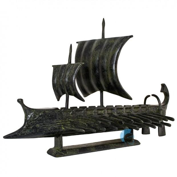 Τριήρης, πολεμικό πλοίο της αρχαιότητας με δύο πανιά